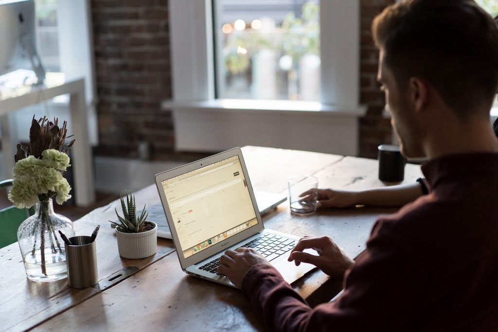 diferencia entre asesoría fiscal online y tradicional