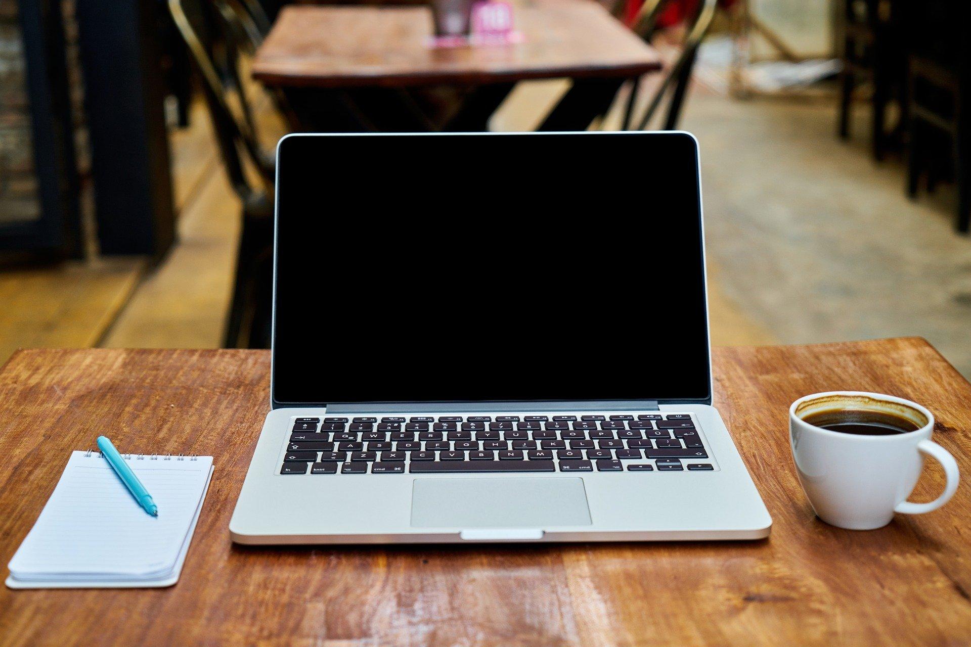 Un ordenador para saber más sobre el autónomo dependiente o TRADE