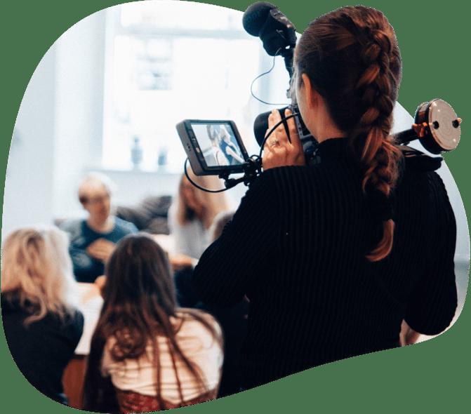 periodistas cubriendo noticias para autònomos